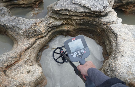 CTX 3030 detecting in the beach